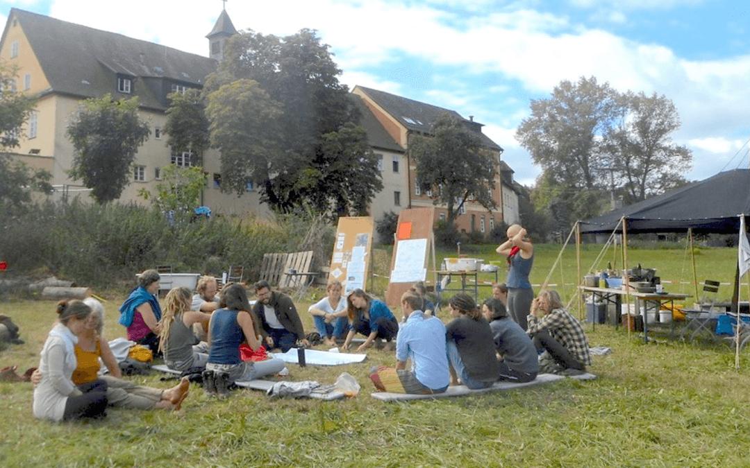 Orientierungswerkstätten und -camp für junge Erwachsene in der Gemeinschaft Schloss Tempelhof
